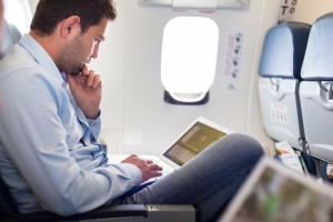 USA zniosły zakaz laptopów w kabinie dla lotów z Rijadu