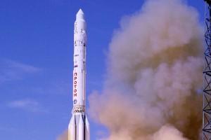 Start rosyjskiej rakiety kosmicznej Proton-M z satelitą EchoStar 21
