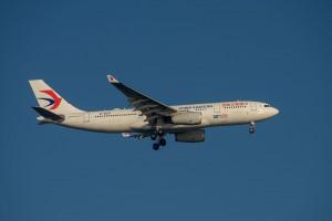 Chiński samolot wylądował z uszkodzoną obudową silnika