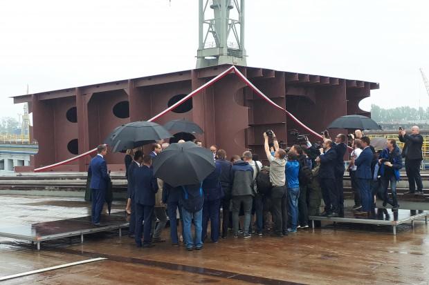 Uroczyste położenie stępki pod prom dla PŻB w szczecińskiej stoczni