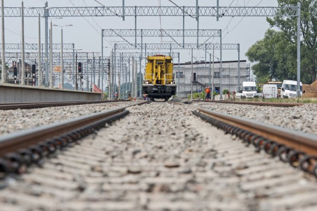 Kolejowa wylotówka z Warszawy za blisko 100 mln zł. Kontrakt podpisany