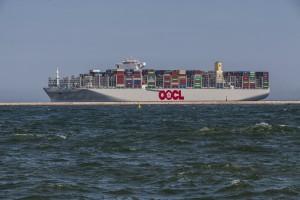 Zdjęcie numer 1 - galeria: Największy kontenerowiec świata w Gdańsku