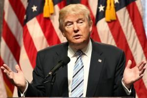 Huragan uratował finanse USA? Politycy mówią o zdradzie Trumpa