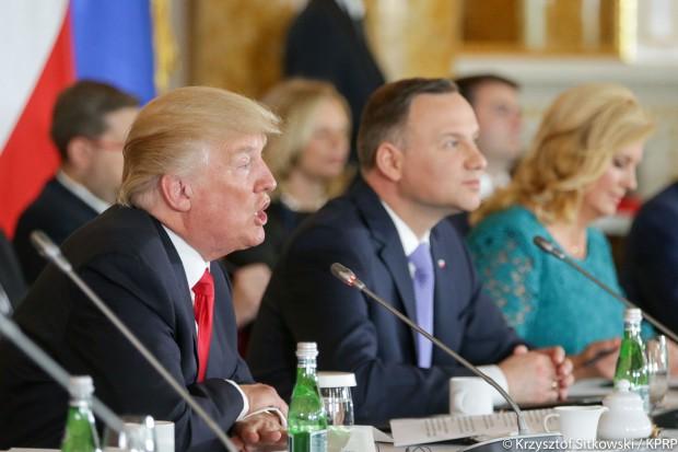 Trump: stoimy ramię w ramię z krajami Trójmorza