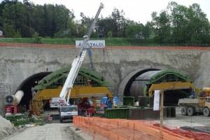 Rozpoczęto wysadzanie skał na budowie tunelu w ciągu Zakopianki