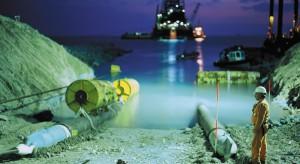 Rosjanie wypełniają surowcem kontrowersyjny gazociąg
