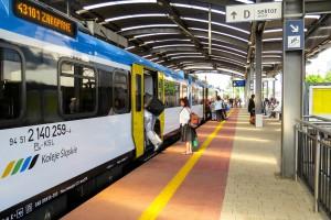 Drugi rok wzrostu liczby pasażerów na kolei