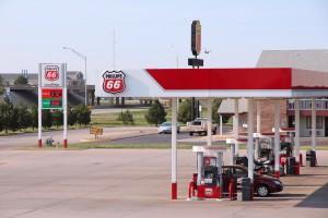 Mocny tydzień dla ropy, popyt na paliwa w USA największy od dekady