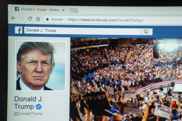 Trump zwalcza fake news własnymi wiadomościami na Facebooku
