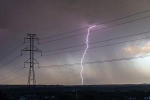 Przez burze 11 tysięcy odbiorców nie ma prądu