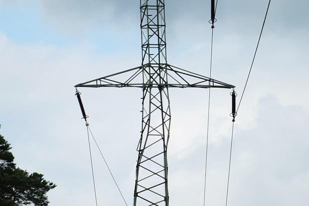 Ponad 20 tys. odbiorców ciągle bez prądu po nawałnicach