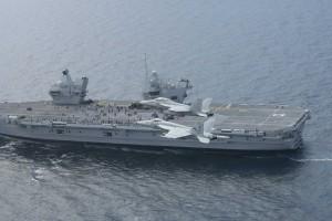 Port w Portsmouth przywitał nowy lotniskowiec HMS Queen Elisabeth