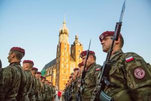 Wojsko daje liczne zachęty, ale gotowych do służby brakuje