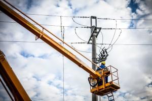 Prawie 400 tys. gospodarstw bez prądu; trwają prace naprawcze