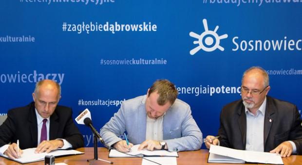 Od lewej: Paweł Skowroński, prezes SAG Elbud, Arkadiusz Chęciński, prezydent Sosnowca i Krzysztof Haładus, I zastępca prezydenta Sosnowca. Fot. UM Sosnowiec