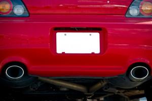 Koniec zmory właścicieli sprowadzanych aut. Mniejsze tablice będą legalne