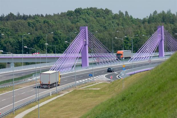 Europejski Bank Inwestycyjny da 700 mln euro kredytu na drogi i tory