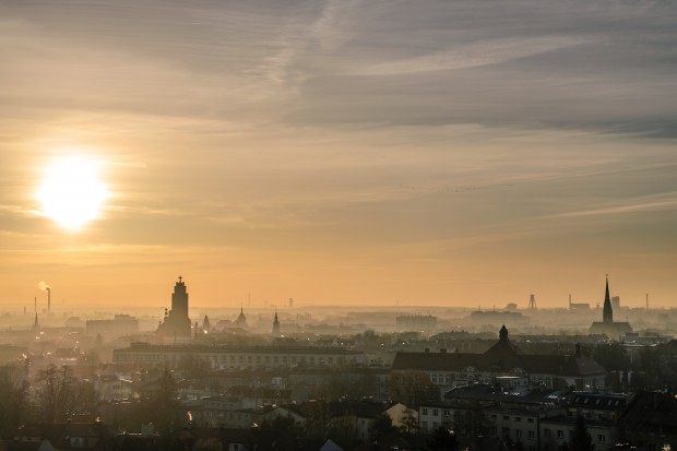 Uporanie się ze smogiem wymaga energooszczędności i okiełznania ruchu samochodowego w centrach aglomeracji miejskich