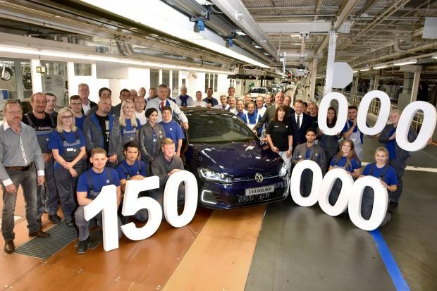 Volkswagen Golf w Wolfsburgu. Tak wygląda produkcja