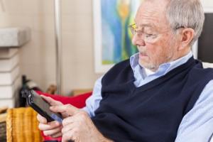 Prawie 26 tys. seniorów nie płaci rachunków za telefon