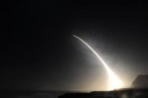 Chiny kombinują, świat drży przed Koreą Płn. Metal do pocisków balistycznych nagle zdrożał o połowę