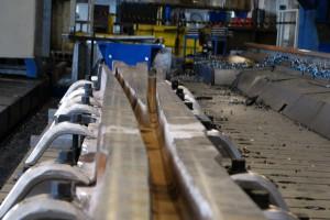 Testują urządzenia kolejowe nowej generacji. Hartuje się je wybuchami