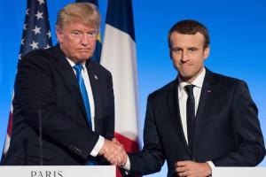 Trump konsekwentnie odrzuca porozumienie paryskie. Macron nie składa broni