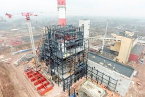 Na budowie nowej elektrociepłowni Fortum w Zabrzu zamontowano 120 tonowy generator