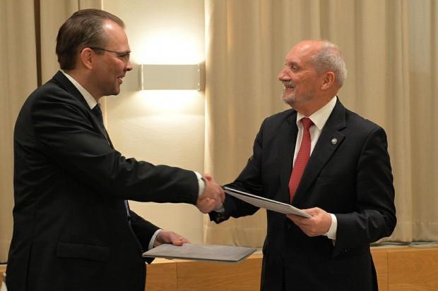 Szef MON podpisał z Finlandią umowę ramową o współpracy