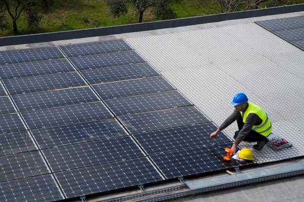 BP inwestuje 200 mln dol. w panele słoneczne