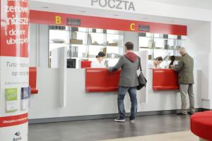 Poczta Polska zwiększa przychody z handlu w placówkach