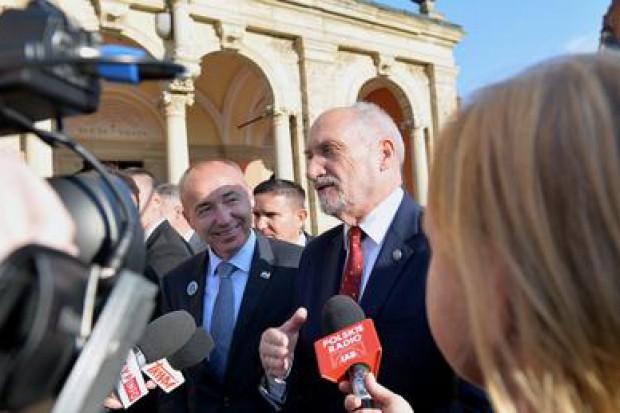 Macierewicz w Chorwacji o śmigłowcach i wojskach specjalnych