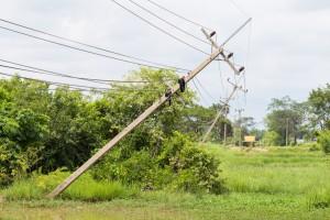 Bez dostaw prądu pozostaje ok. 7 tys. odbiorców w 4 województwach
