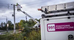Liczba odbiorców bez prądu po wichurach spadła do 38 tys.
