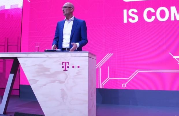 Szef Deutsche Telekom (DT) Tim Höttges w czasie prezentacji sieci 5G na konferencji IFA 2017 fot.:youtube.com