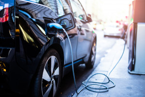 Światowa sprzedaż pojazdów elektrycznych wzrosła o 63 proc.