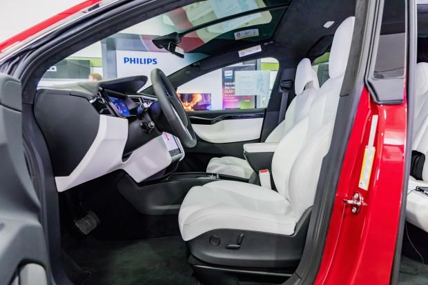 Tesla wycofa ze sprzedaży 11 tys. wadliwych SUV-ów Model X