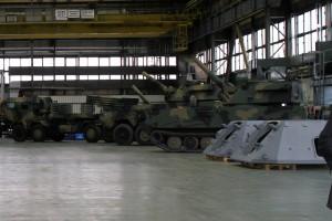 Huta Stalowa Wola będzie budowała podwozia gąsienicowe dla haubicy Krab