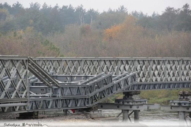 Wojsko buduje most zastępczy w Ostrołęce