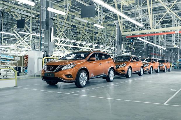 Nissan wstrzymuje produkcję samochodów w Japonii
