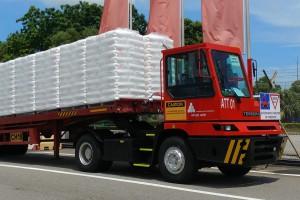 Autonomiczna ciężarówka Katoen Natie wozi towary w Singapurze
