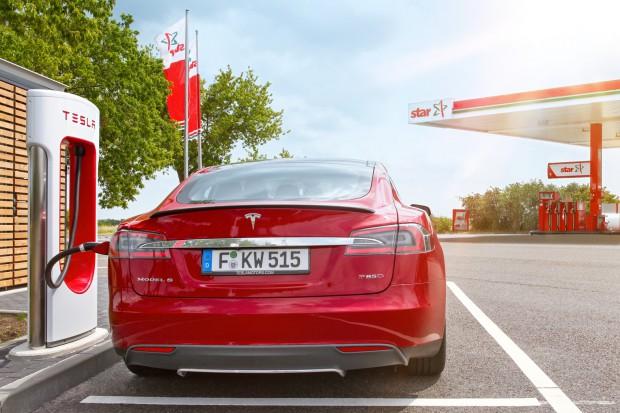 Orlen i Lotos próbują nadążać za rozwojem elektromobilności