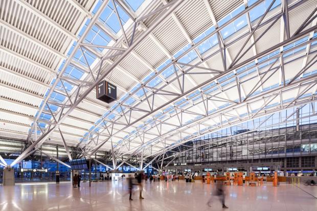 Niemcy. Lotnisko w Hamburgu czasowo zamknięte, bo na pasie startowym byli ludzie
