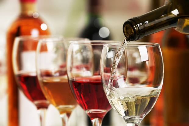 Banderole znikną z butelek? Producenci wina są za