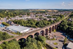 W Anglii sprzedają przestrzenie pod wiaduktami