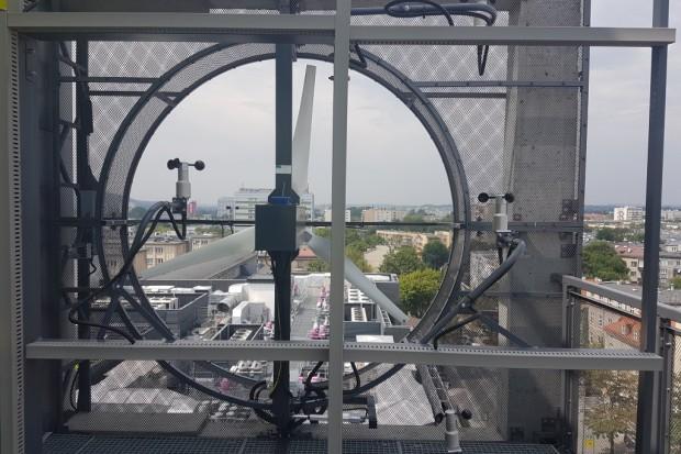 W AGH zamontowano turbiny wiatrowe