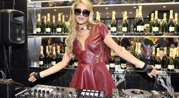 Włochy nie będą sprzedawać podrobionych puszek z prosecco Paris Hilton