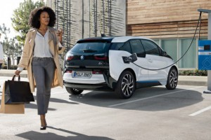 BMW także stawia na hybrydy i napędy elektryczne