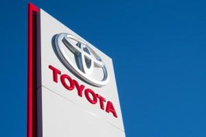 Toyota zainwestuje 1 miliard dolarów w przewóz osób