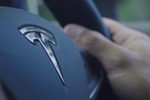 Tesla ma problem. Byli pracownicy wynoszą problemy firmy na zewnątrz